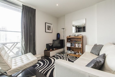 Large high specification studio apartment in Canary Wharf's premier development Pan Peninsula