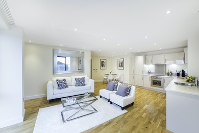 Exclusive opportunity to rent a wonderful 3 bed apartment in The Arc