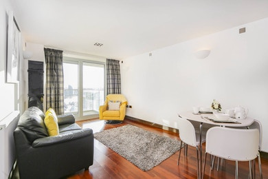 Stunningly beautiful 2 bed in modern riverside development moments from the station in SW11