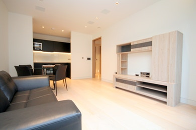 Stunning Berkeley Homes 1 bed in the heart of the City, only £740,000!
