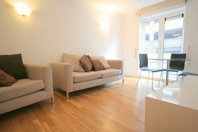 One bedroom apartment a stones throw from Canary Wharf