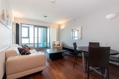 Stunning Two Bed in Modern Riverside Development, Battersea £450pw