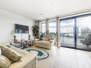 High specification three bed with breathtaking views from all rooms, E14