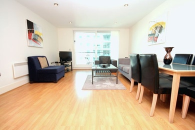 Two bed apartment in St. George Wharf with river views, 24 hour concierge and moments from the tube!!