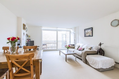 Extremely spacious 2 bed with fantastic natural light!