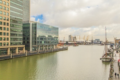 2 bedroom apartment to rent in South Quay with stunning views