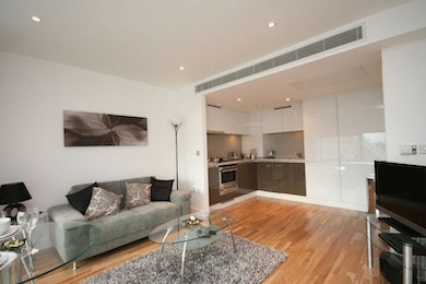 Stunning sixth floor studio apartment with easy access to Canary Wharf, £380pw