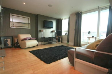 Great studio apartment available to rent within St George Wharf.