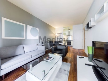 Stunning two bed in closest residential development to the Canary Wharf estate, £460 per week!