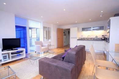 Luxuriously spacious 1 bed in the fabulous Ability Place development in South Quay for just £410 per week!