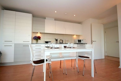 Canary Wharf 1 bed with panoramic views of the river Thames