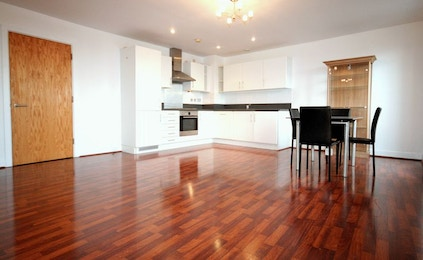 Fantastic two bedroom duplex penthouse apartment available in Bow, £450 per week!