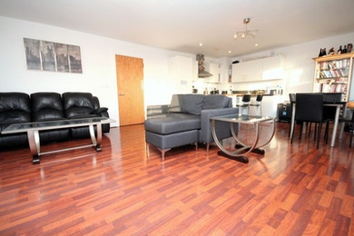 Fantastic two bedroom duplex penthouse apartment available in Bow, £460 per week!