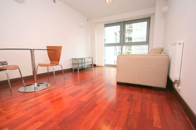 Spectacular 1 bed apartment for rent in Bridges Wharf moments from transport links