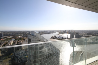 An incredible two bed apartment built to a top of the range specification and offering some breathtaking views of The River Thames, O2 Arena and East London