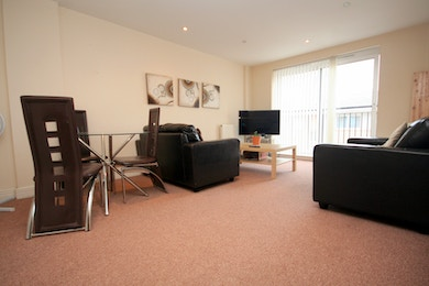 Spacious 2 bed apartment close to East India DLR
