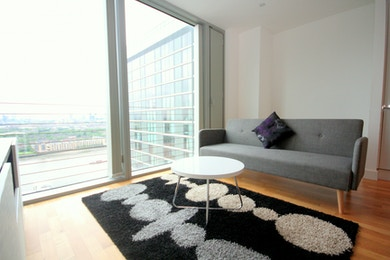 Fabulous 1 bed with floor to ceiling windows and stunning city views