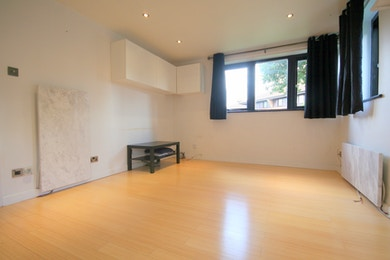 Beautiful one bed within walking distance of Canary Wharf, £315 pw