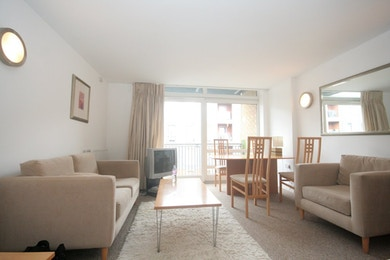 1 bedroom apartment, minutes from Canary Wharf, £350pw