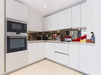 Modern and spacious one bed moments away from Canada Water tube station.