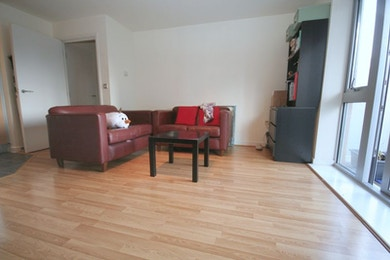 Stunning 1 bed moments from Bow Road Tube Station - £335 per week.