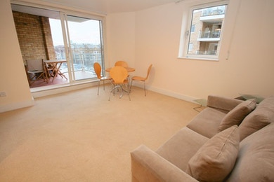 Stunning one bed in Basin Approach, £360 per week!