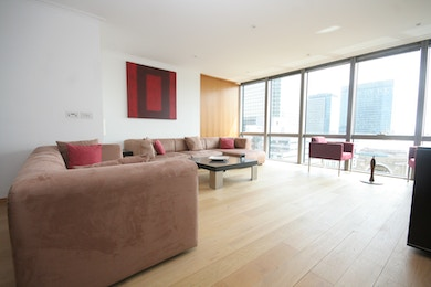 Superb two bedroom apartment available in prestigious development, West India Quay