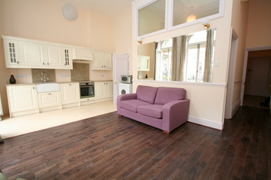 Stunning two bedroom apartment available in Kensington,