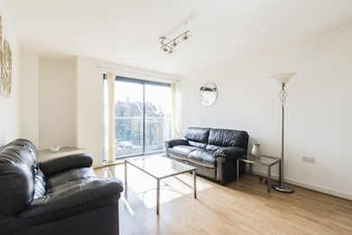 Modern two bedroom apartment with fantastic access to Greenwich and Canary Wharf in the Equinox Building!