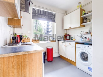 Two bed in enviable SE1 location, only moments from London Bridge station!
