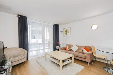 Recently refurbished one bed, moments from Canary Wharf estate!