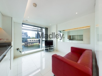 Fantastic studio apartment available to rent in renowned development, Pan Peninsula