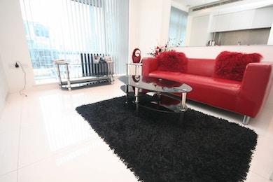 Fantastic studio apartment available to rent in renowned development, Pan Peninsula