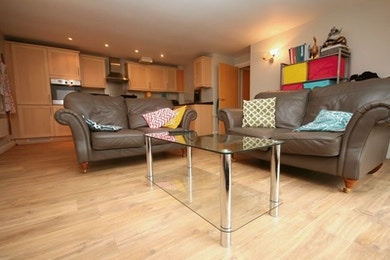 Fantastic Modern 2 Bed in Desirable Shad Thames, £495pw