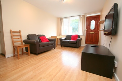 4 bedroom house, moments from Bermondsey tube, £634pw