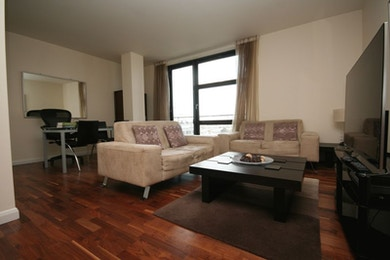 Beautiful 2 Bedroom Apartment in Discovery Dock, Dock Views, £670 per week