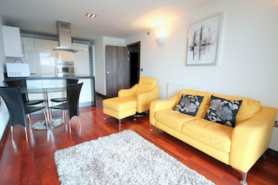 Stunningly beautiful 2 bed in modern riverside development, SW11, £465 per week!