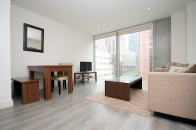Fabulous 1 bed with floor to ceiling windows