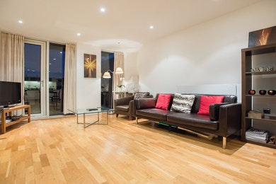 Stunning two bed in South Quay