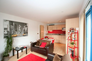 Spacious two bed apartment with concierge and gym facilities in the heart of Royal Victoria Docks