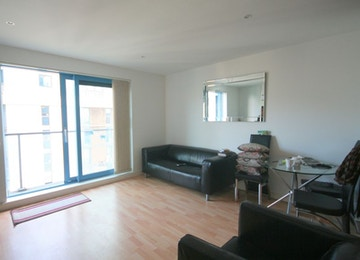 Spacious 1 bed apartment with concierge and gym facilities in the heart of Royal Victoria Docks