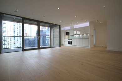 Large two bed, moments from Canary Wharf estate, stunning views of River Thames and 02 Arena!