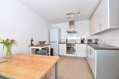 Beautiful one bed in one of London's most infamous developments, moments from the tube, SW8!